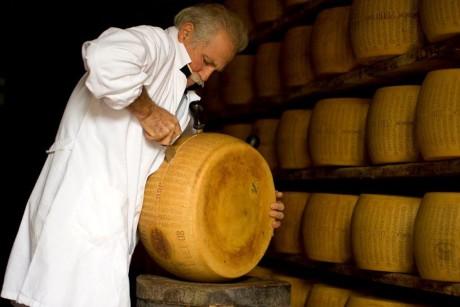 Parmigiano Reggiano apertura forma 3 CG picc 2