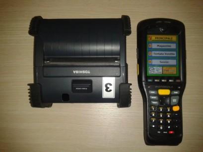 Nella foto il terminale palmare in abbinamento a una stampante bluetooth collegata, utilizzata prevalentemente per tentata vendita, ma anche in magazzino per diverse applicazioni