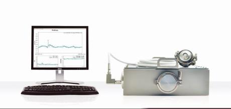 ProFoss lateral flow con tecnologia NIR Diode Array ad alta risoluzione (512 pixel). Opera in trasmissione (penetra diversi centimetri di prodotto) usando una sola sonda collegata via cavo a fibra ottica