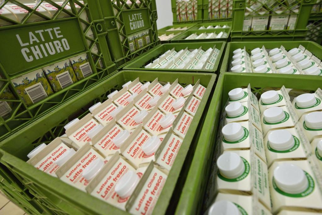 """Il latte raccolto dai 23 soci conferenti, per un totale di 7 milioni di litri/anno è di ottima qualità ed è consigliato per l'alimentazione infantile dai pediatri della Valle, tanto da guadagnarsi l'appellativo di """"latte dei bambini"""""""
